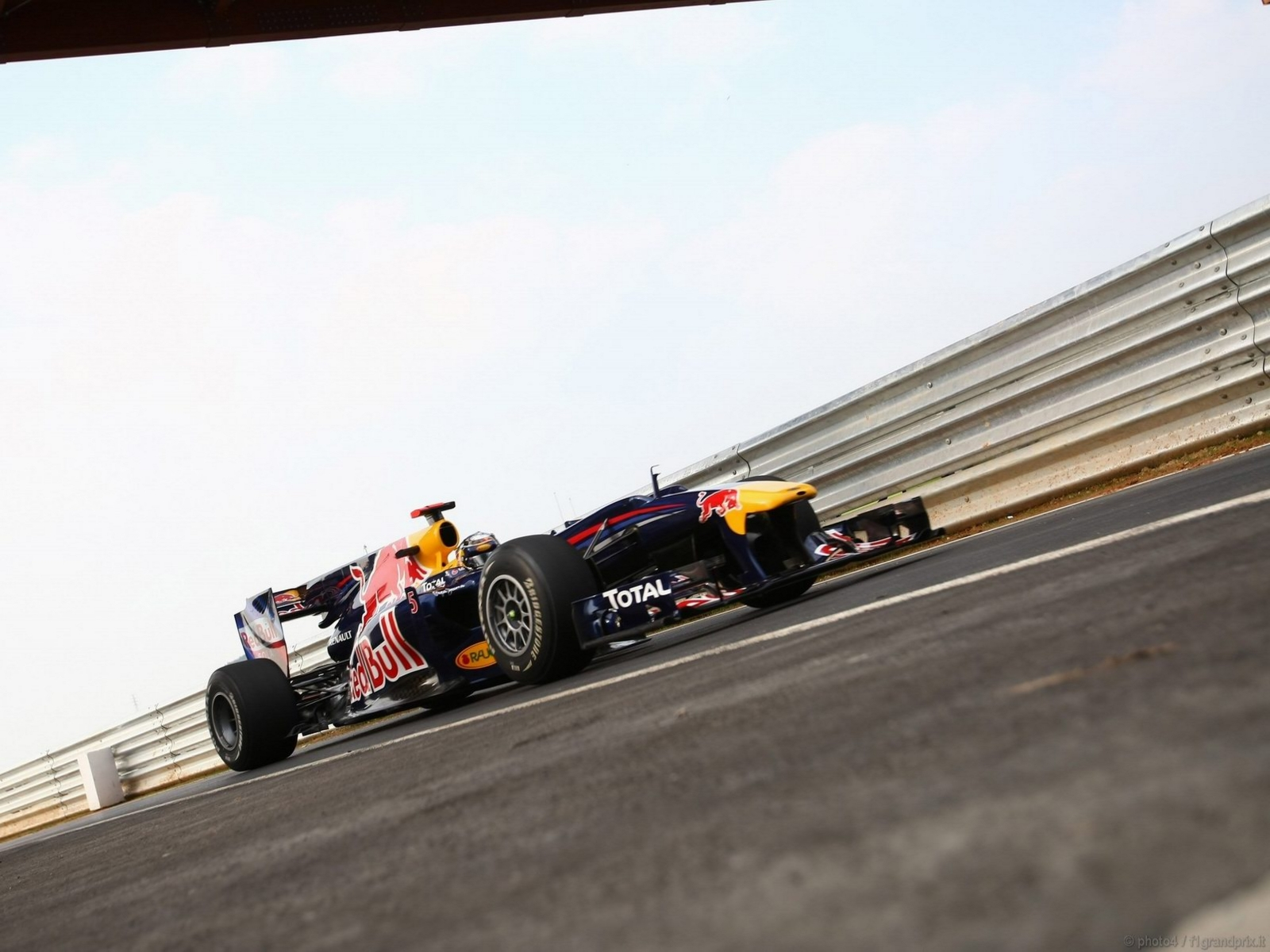pojazdy - formula1 - gp_corea_wallpapers_000091