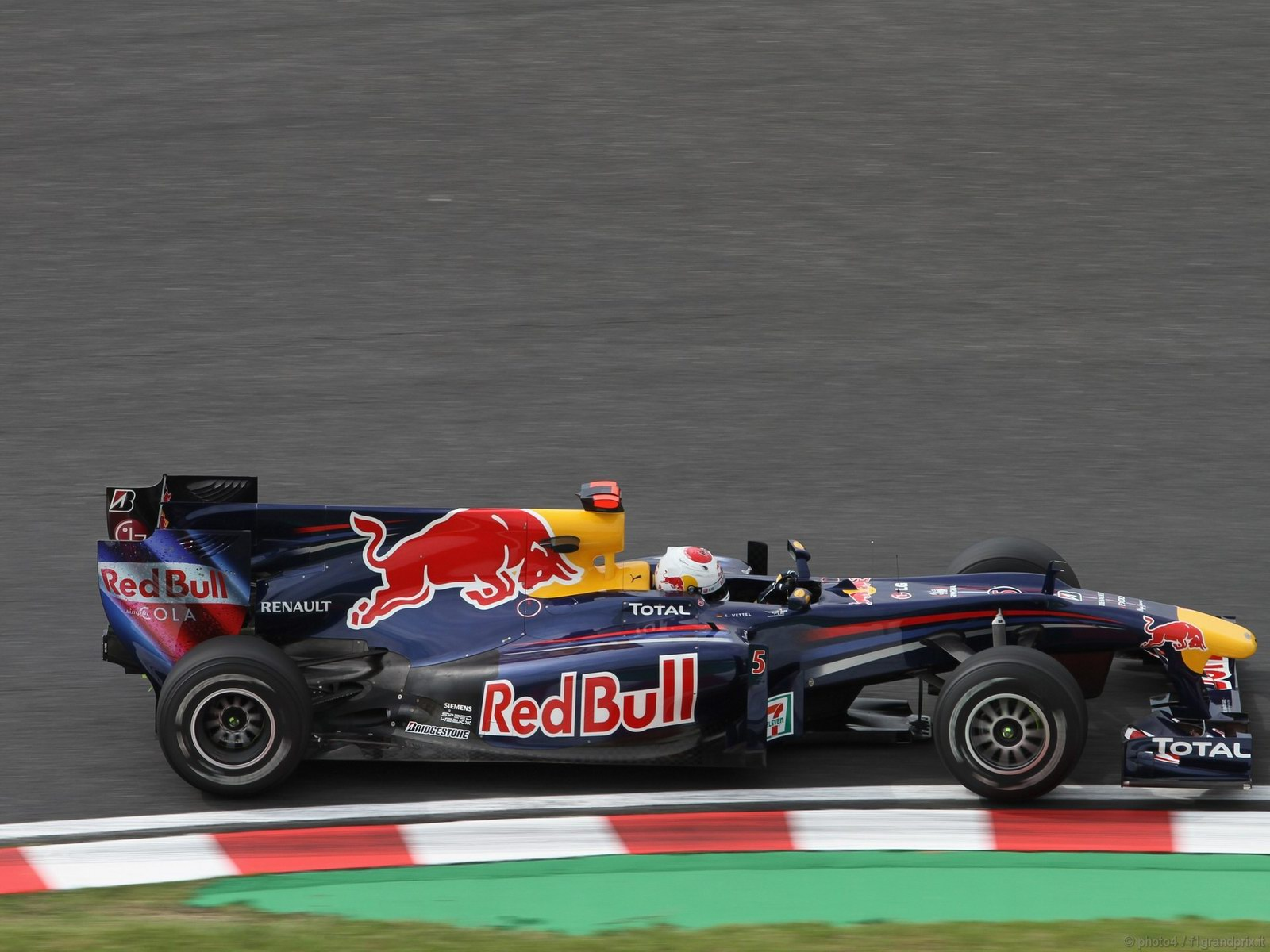 pojazdy - formula1 - gp_giappone_wallpapers_000016