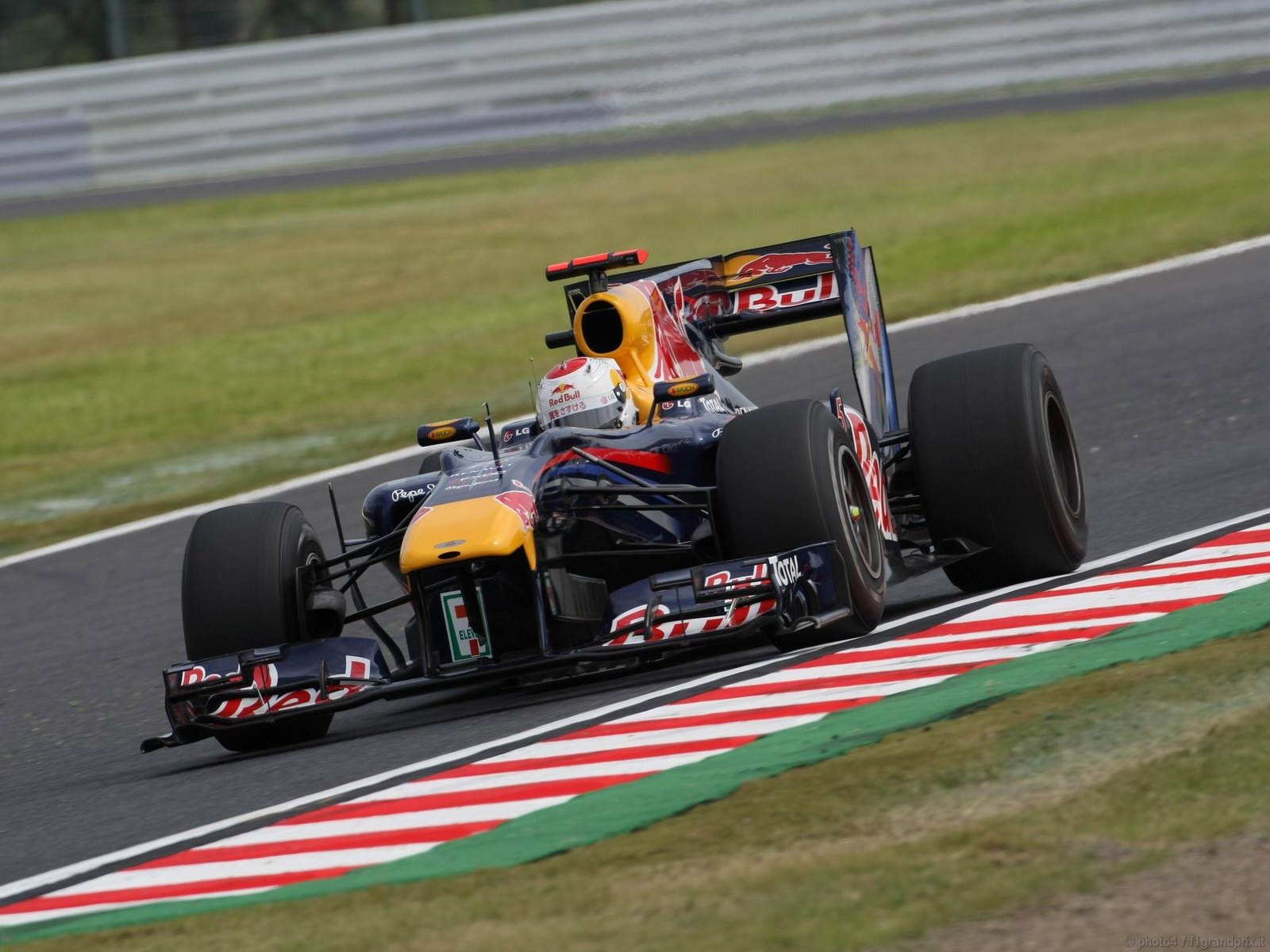 pojazdy - formula1 - gp_giappone_wallpapers_000043