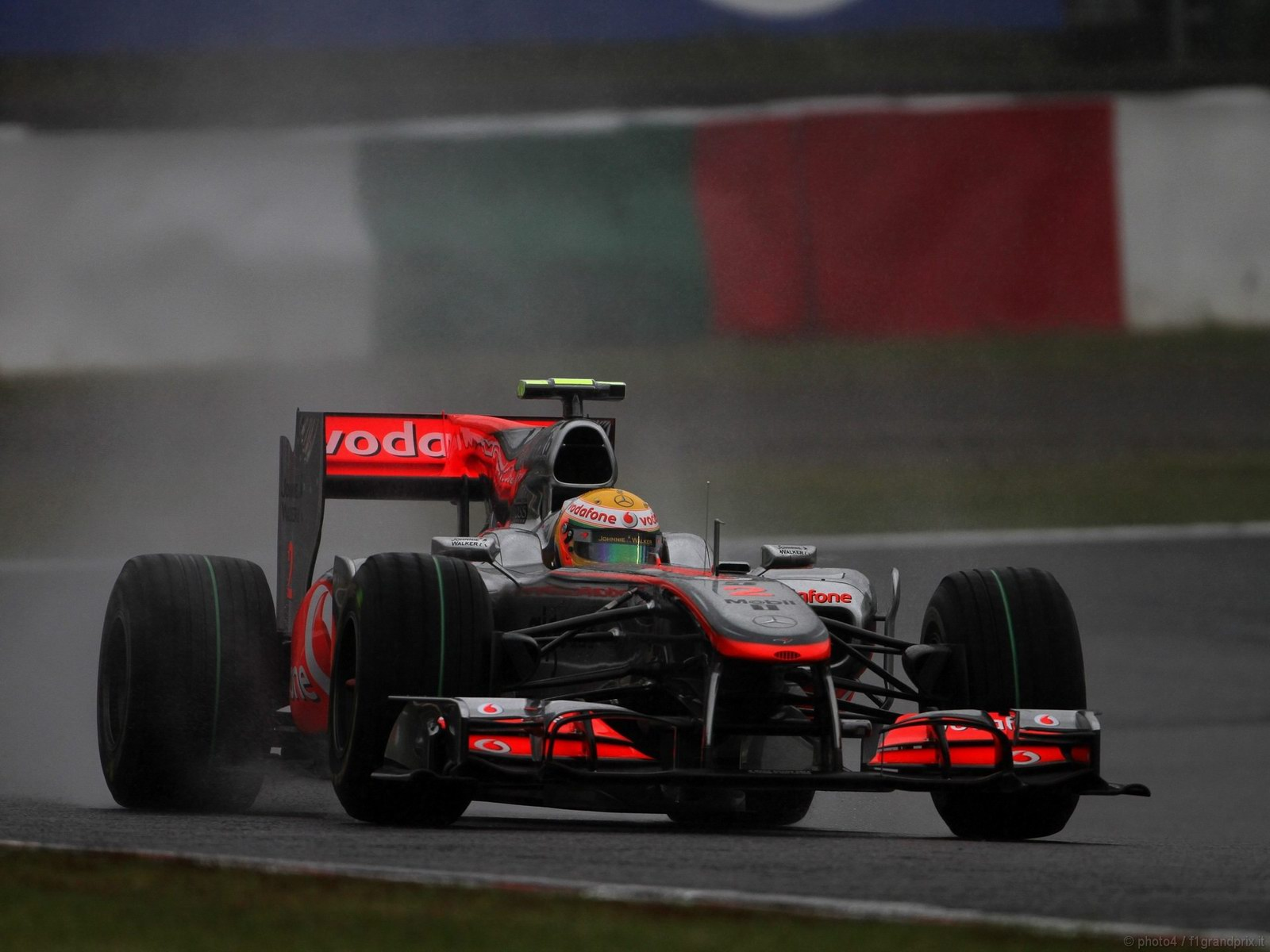 pojazdy - formula1 - gp_giappone_wallpapers_000111