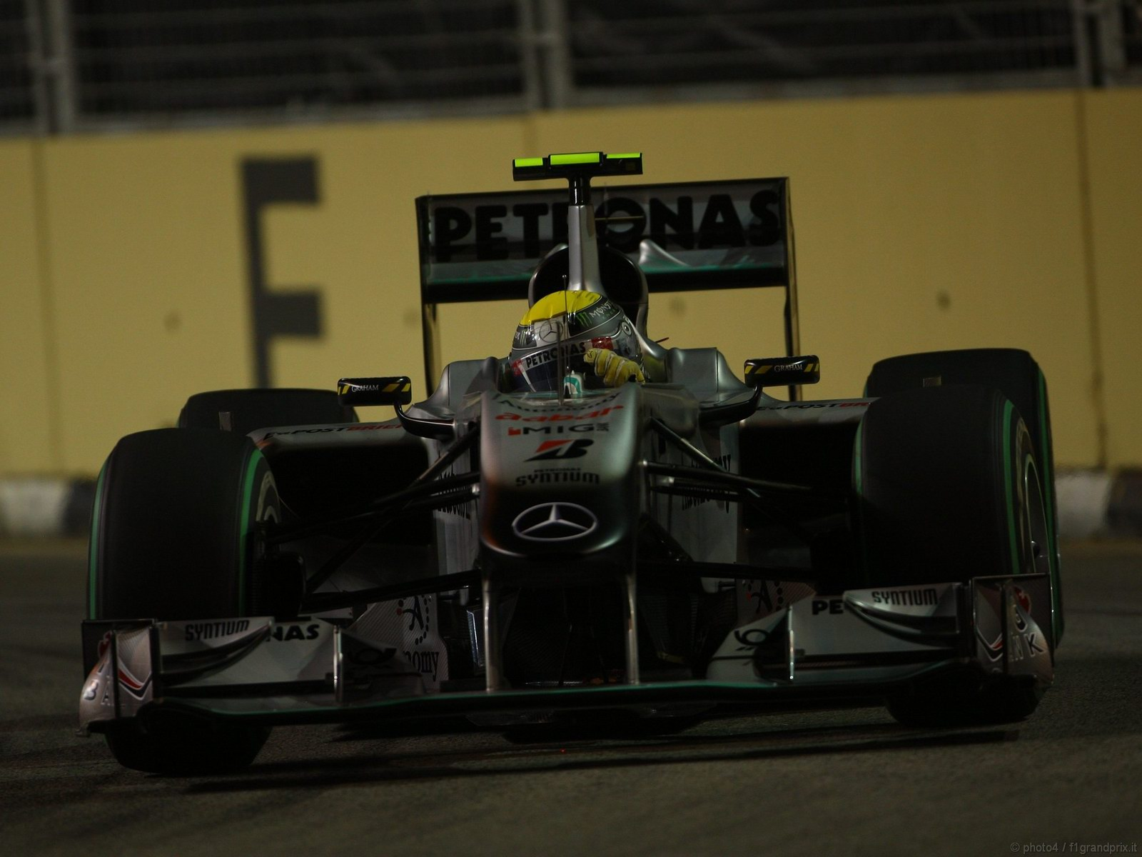 pojazdy - formula1 - gp_singapore_wallpapers_000057